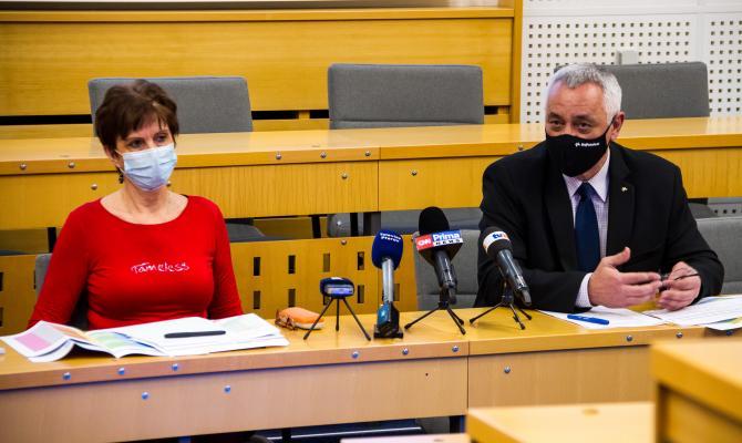 Očkovací centra a informační kampaň na webu. Kraj se připravuje na zahájení očkování veřejnosti proti Covid-19