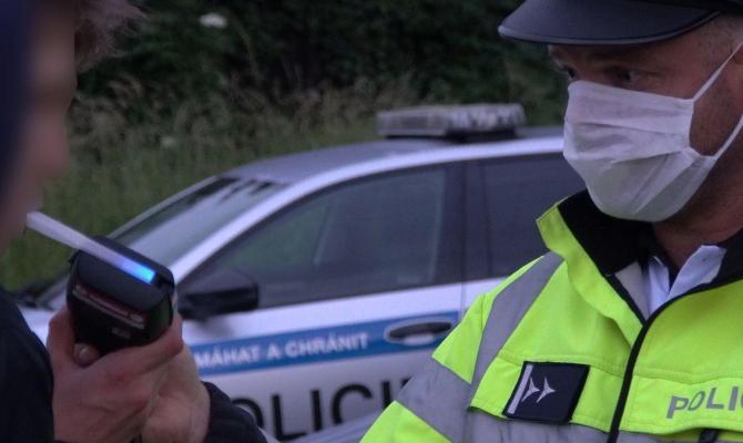 Policejní kontroly skončily smutným výsledkem. Deset řidičů pod vlivem drog či alkoholu
