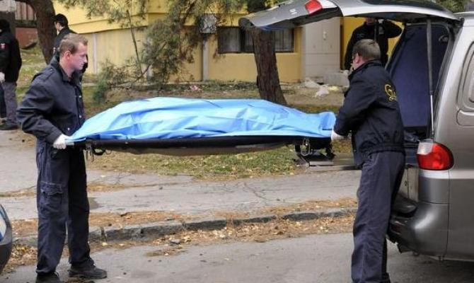 V městském paneláku byl nalezen mrtvý muž