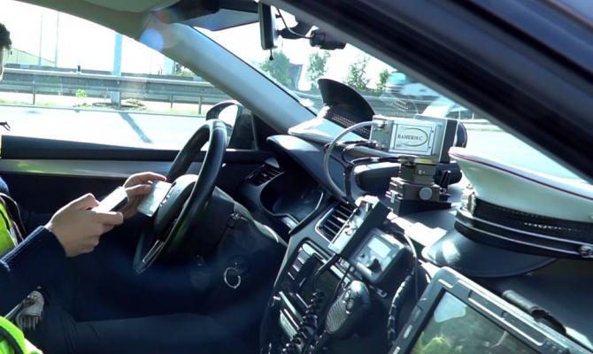 Policisté kontrolují elektronické dálniční známky