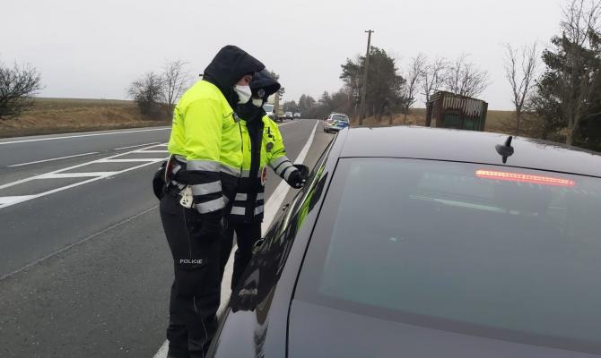 Hranice okresů v kraji kontroluje 250 policistů na 170 místech