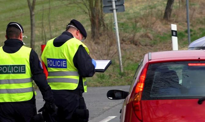 Za 24 hodin nepovolili policisté vjezd 122 vozidlům