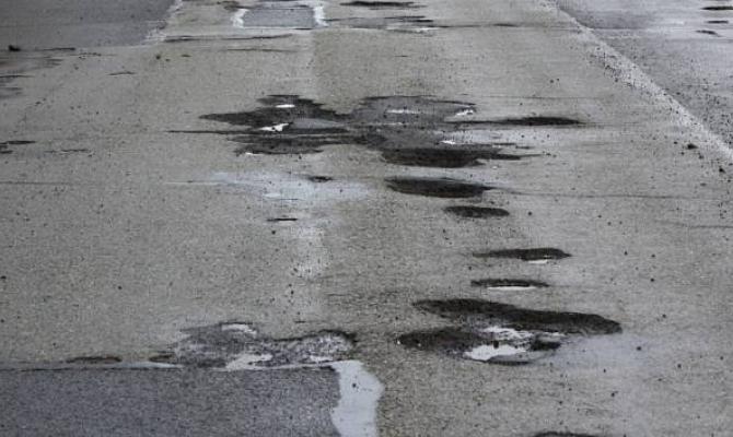 Do oprav silnic letos půjde více peněz, slibuje kraj