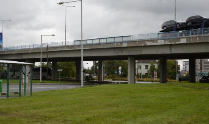 Pozor, pod mostem pod dálnicí o víkendu neprojedete!