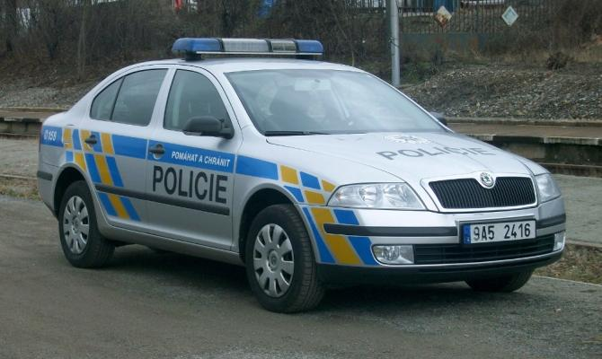 Neopatrnost řidiče nahrála zloději. Muž přišel o 70 tisíc