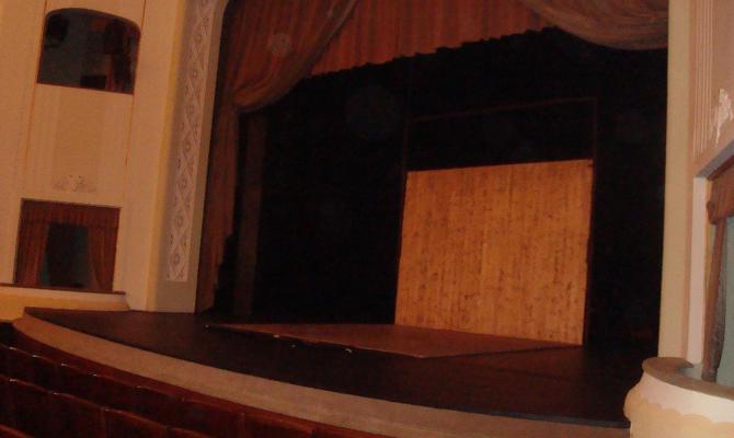 Divadlo zve na jeviště! Další netradiční prohlídky jsou tu!