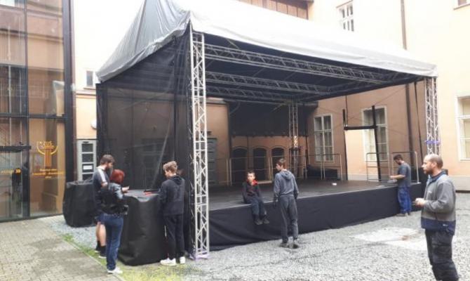 Prostějovské podium pro letní scénu už stojí