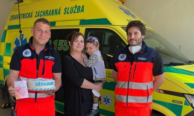 Maminka děkuje záchranářům. Za zvládnutí překotného porodu