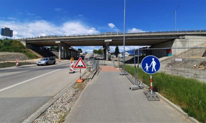 Pozor! Silnice pod estakádou je o víkendu neprůjezdná!