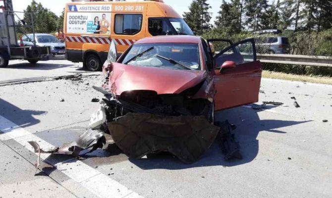 Na D35 u Olomouce havarovalo pět aut. Kvůli popraskané vozovce
