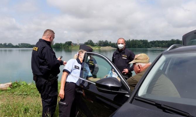 Plavci, pozor. Policisté kontrolují i Tovačovská jezera